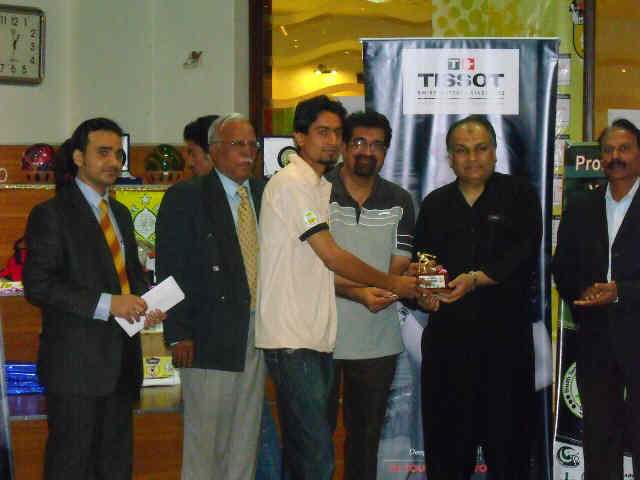 Amateur Singles Winner Kashif Ali Receiving award from the cheif guest Shoaib Ahmed Siddique