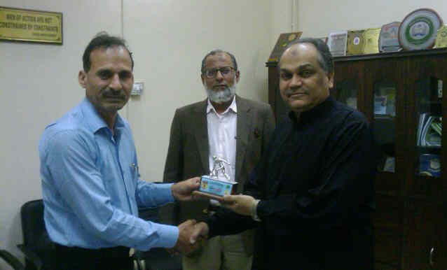 STBA VP honoured Secretary, Sports with the souvenir